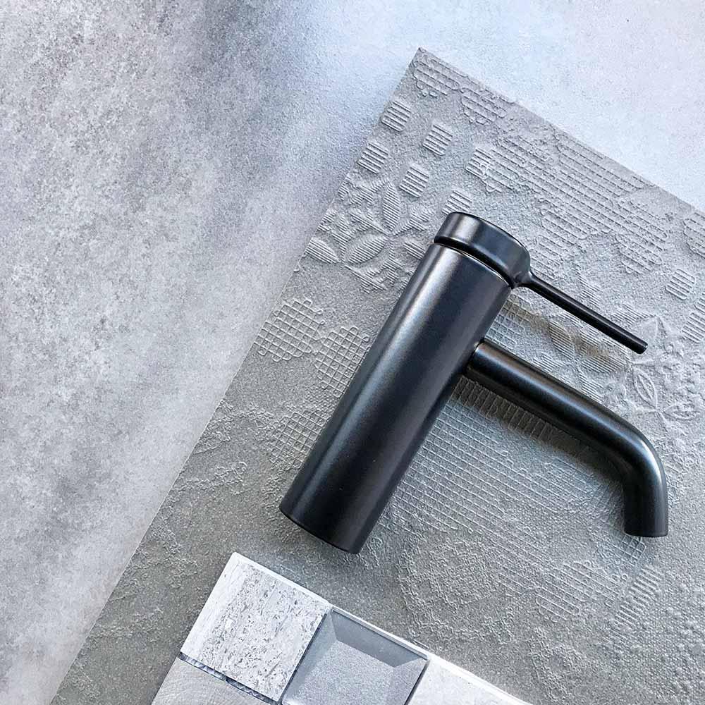 grifo baño interiorismo materiales
